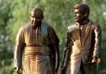 Zdjęcie reportera AP inspiracją dla pomnika Jana Pawła II i Ronalda Reagana w Gdańsku