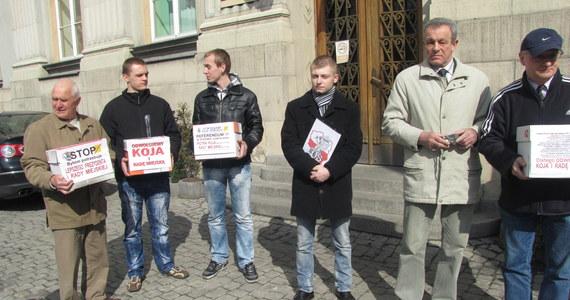 20 tysięcy podpisów zebrali mieszkańcy Bytomia pod wnioskiem o referendum w sprawie odwołania prezydenta miasta Piotra Koja. Chcą też odwołać wszystkich członków Rady Miejskiej.