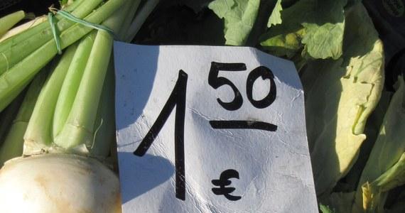 Rosnące ceny w Polsce i tańsze niż kilka miesięcy temu euro nie powstrzymały Niemców przed przedświątecznymi zakupami w Polsce. Na przygranicznych targowiskach w Lubieszynie, Krajniku, czy Osinowie Dolnym w województwie zachodnio-pomorskim nie brakuje klientów z niemieckich landów.