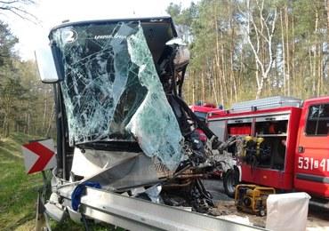 Zderzenie autokaru i tira, 50 osób rannych