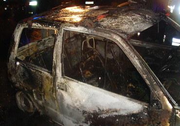 Nocna akcja strażaków w Krakowie. Spłonął samochód