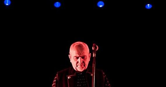 """W Oświęcimiu, na festiwalu Life, mogliśmy wczoraj na żywo podziwiać dokonania Petera Gabriela z dwóch ostatnich albumów """"Scratch my back"""" i """"New Blood"""". Mistrz poprowadził nas od """"Heroes"""" do """"The Nest That Sailed The Sky""""."""
