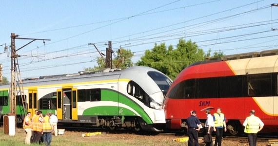 Czołowe zderzenie pociągów w stolicy. Przy stacji Warszawa Zoo, obok ronda Starzyńskiego, wpadły na siebie składy Kolei Mazowieckich i SKM. Na szczęście, jechały wolno. Ranne zostały tylko dwie osoby.