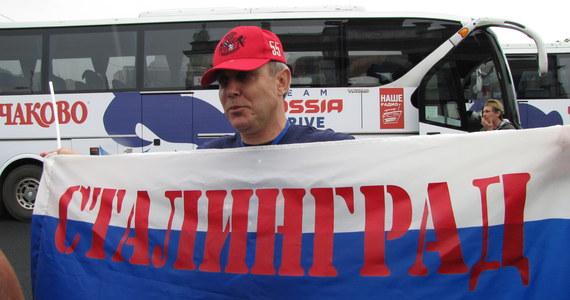 Z Moskwy wyjechały pierwsze autokary z rosyjskimi kibicami na mecze Euro 2012 w Polsce. W swoim inauguracyjnym spotkaniu na mistrzostwach Rosjanie zmierzą się w piątek we Wrocławiu z Czechami.
