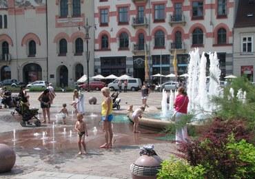 Sanepid ostrzega: Nie kąpcie się w fontannach, to siedliska brudu