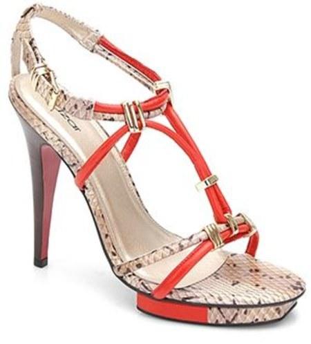 d0adb76f6e77a Kocham buty na obcasie! Im wyższy tym lepiej ;) Zwłaszcza teraz w lecie  uwielbiam wysokie sandałki. Kobieta w szpilkach wygląda niesamowicie  seksownie!