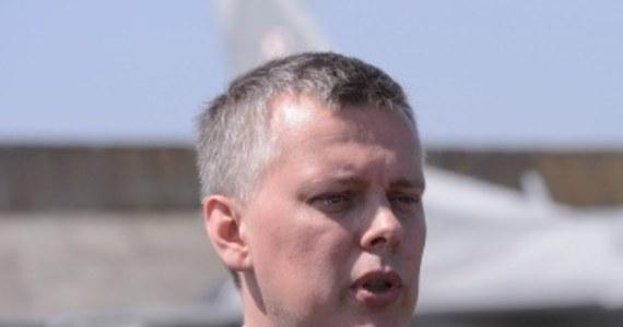 Szef MON Tomasz Siemoniak zapowiada podwyżki  wynagrodzeń dla armii. Ministerstwo ma nadzieję, że ten krok pomoże zahamować falę dobrowolnych odejść wyszkolonych fachowców z wojska.