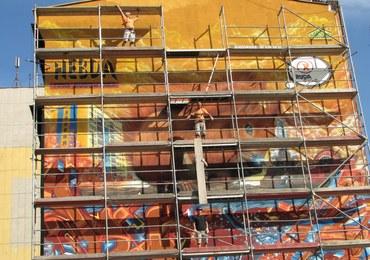 Grafficiarze wymalowali na ścianie kamienicy gigantyczną wiewiórkę. ZDJĘCIA