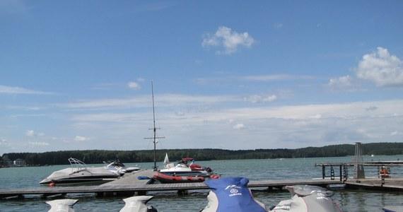 Olsztyńska rada miasta chce odwołać swoją własną uchwałę ograniczającą poruszanie się łodziami motorowymi po części jeziora Ukiel. Wszystko przez to, że prawnicy wojewody zmienili część nowego przepisu, przez co stał się on dużo ostrzejszy niż pierwotnie zakładano.