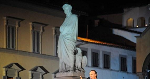 """Były premier Włoch - Silvio Berlusconi - był bohaterem monologu znanego aktora, komika i reżysera, laureata Oscara, Roberto Benigniego we Florencji. """"Berlusconi i Dante mają ze sobą coś wspólnego: obaj pokazali nam piekło"""" - powiedział Benigni."""