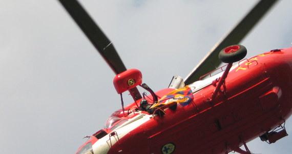 Pięcioosobowa rodzina spędzająca wakacje w Tatrach zażyczyła sobie, by helikopter TOPR-u zabrał ją z Orlej Perci - dowiedział się reporter RMF FM Maciej Pałahicki. Turyści jako uzasadnienie swojej prośby podali, że są zmęczeni. Oszukali też ratowników, twierdząc, że jedna z osób znajdujących się na szlaku jest skrajnie wyczerpana i ma problemy z sercem.