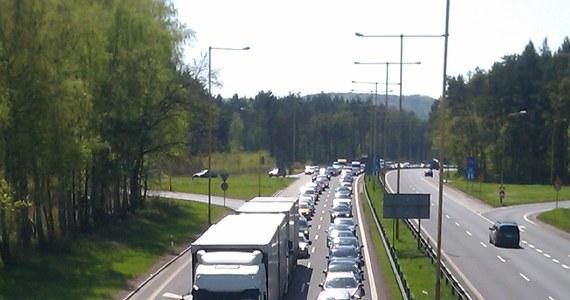 W weekend na trasie A6 koło Szczecina utworzył się sznur samochodów. Powodem były remonty, bowiem na początku lipca rozkopano tam drogę. W rezultacie auta mogły przejechać w obu kierunkach tylko jedną nitką.