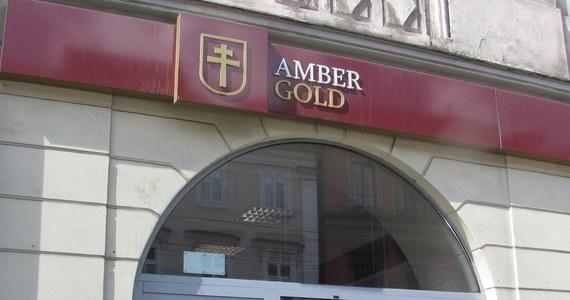 """Amber Gold zamieścił w internecie komunikat, z którego wynika, że spółka zostanie zlikwidowana. """"Klientom należy się zwrot pełnej kwoty kapitału wraz z odsetkami naliczonymi do dnia wypowiedzenia umowy"""" - zapewnia spółka. Prawnicy mówią jednak, że gwarancji nie ma."""