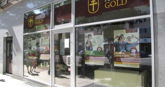 Szef Amber Gold Marcin P. tuż przed przeszukaniami, które prowadziła w jego firmie i mieszkaniach ABW, chciał sprzedać przynajmniej jedną czwartą posiadanego przez siebie złota, czyli około 15 kilogramów wartych 2,5 miliona złotych. Pieniądze ze sprzedaży miały trafić na konto jego teściowej. Do transakcji jednak nie doszło.