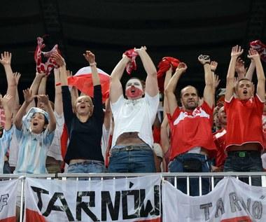 Zdecydowanie tak - polska piłka to interes całego narodu, Nie - to wprowadziłoby chaos, Nie mam zdania