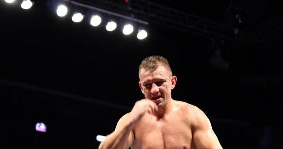 To 47. zwycięstwo w bokserskiej karierze Tomasza Adamka. W Newark w New Jersey Polak znokautował Amerykanina Travisa Walkera. Pojedynek trwał pięć rund i nie należał do łatwych - polski bokser już na początku wylądował deskach.
