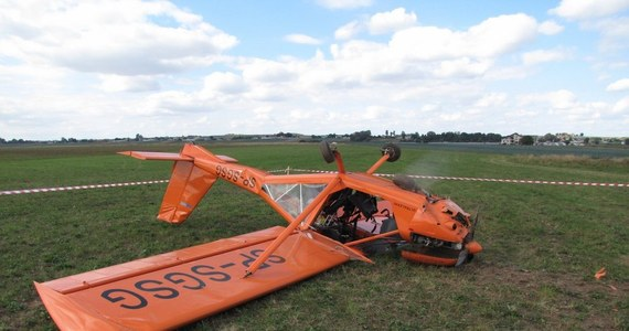 Mały samolot rozbił się na lotnisku Aeroklubu Krakowskiego w Pobiedniku Wielkim. Jak ustalił reporter RMF FM Maciej Grzyb, pilot i pasażer zostali niegroźnie ranni. Przyczyną wypadku był błąd pilota, który lądował ze zbyt małą prędkością.