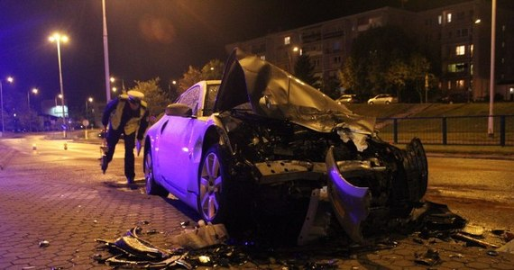 Trzy osoby zostały ranne po tym, jak sportowy nissan uderzył w tył autobusu komunikacji miejskiej w Olsztynie. Do wypadku doszło na ulicy Witosa.