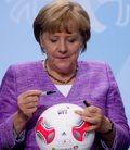 Kanclerz Merkel: Piłkarze-geje, ujawniajcie swoją orientację seksualną
