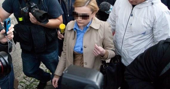 Brak sprawozdań finansowych spółki, składanie fałszywych oświadczeń w sądzie. Między innymi tego dotyczą zarzuty, które usłyszała w gdańskiej prokuraturze Katarzyna P., żona prezesa Amber Gold. Kobieta nie przyznała się do winy.
