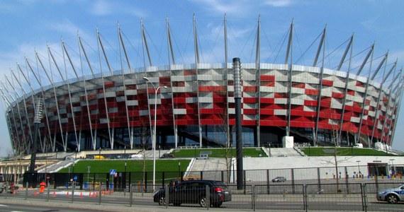 Wieczorem na Stadionie Narodowym w Warszawie biało-czerwoni zmierzą się z Anglią w eliminacjach piłkarskich mistrzostw świata. Kierowcy w stolicy muszą przygotować się na utrudnienia. Zmiany obejmą też komunikację miejską.