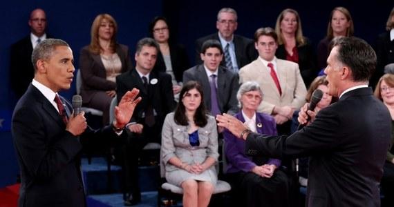"""Barack Obama minionej nocy zrobił to, czego oczekiwali jego zwolennicy. W drugiej debacie prezydenckiej był ostry, zdecydowany i agresywny. Zaprezentował się w sposób, który pozwala im uznać go zwycięzcą starcia w Hempstead. Oczywiście dla tych, którzy prezydenta nie lubią, zwycięzcą będzie Mitt Romney, który utrzymał wysoki poziom z pierwszej debaty i potwierdził siłę swojej kandydatury. Czy fakt, że obie strony mogą się tym razem chwalić oznacza, że to było """"dla każdego coś miłego""""? Niekoniecznie."""