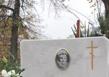 Pomniki artystów, myślicieli i... zwykłych-niezwykłych ludzi. Poznaj groby z historią
