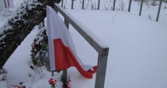 1 listopada nie było żadnych oficjalnych delegacji w Smoleńsku. Jedynie mieszkający w Smoleńsku Polacy oddali hołd pomordowanym w Katyniu oficerom oraz ofiarom katastrofy prezydenckiego tupolewa.