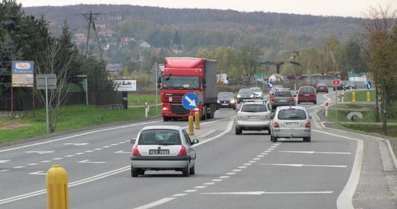 A2 z S2 połączą się za dwa miesiące. Jak się dowiedział reporter RMF FM do lutego drogowcy mają wybudować brakujące 30 metrów, dzięki którym będzie można płynnie przejechać tymi trasami w Warszawie. Brak 30 metrów drogi - to tylko jeden z wielu przykładów ślimaczących się stołecznych inwestycji.