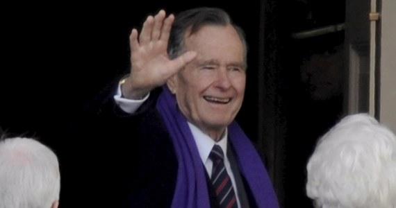 Były prezydent Stanów Zjednoczonych George H. W. Bush spędzi święta Bożego Narodzenia w szpitalu. Po utrzymującym się od miesiąca kaszlu pojawiła się u niego gorączka i osłabienie - poinformował rzecznik niegdysiejszego przywódcy Ameryki.