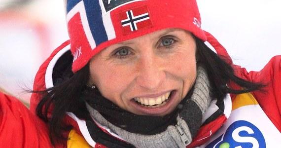 Norweska biegaczka narciarska Marit Bjoergen, u której w weekend pojawiły się nieprawidłowości w pracy serca, rozpoczęła już normalne treningi, ale cały czas jest podłączona do aparatury medycznej.