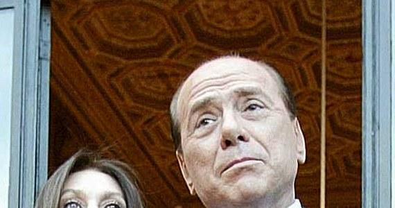 """Żona byłego premiera Włoch Silvio Berlusconiego, Veronica Lario, będzie dostawać od niego 3 miliony euro miesięcznie - głosi porozumienie finansowe w sprawie warunków separacji. Poinformował o nim dziennik """"Corriere della Sera""""."""