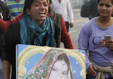 Indie: Nie żyje studentka brutalnie zgwałcona w autobusie