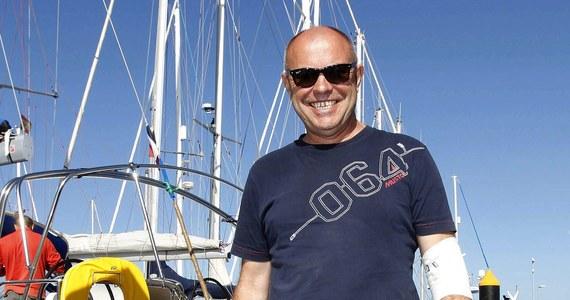 """Za kilka dni Roman Paszke planuje ponownie wystartować z Gran Canarii w rejs dookoła świata. Obecnie kapitan wraz z zespołem brzegowym pracuje przy katamaranie """"Gemini 3"""", który jest uszkodzony. Jak zaznaczył, może mówić o szczęściu."""
