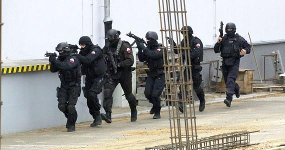 W Ośrodku Szkolenia Poligonowego Wojsk Lądowych w Żaganiu odbywają się ćwiczenia z użyciem ostrej amunicji. Wojsko ostrzega, by aż do 20 stycznia - bo tak długo potrwają strzelania -  nie wchodzić na teren poligonu i nie zbliżać się do przyległych rejonów.