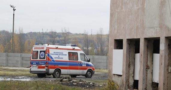 Prowadzenie robót niezgodnie z przepisami oraz brak właściwego dozoru - to wstępne przyczyny wypadku w kopalni Wujek-Śląsk w Rudzie Śląskiej. W nocy zginął tam 38-letni górnik. Spadła na niego bryła węgla.