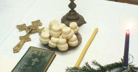 Chrześcijanie obrządków wschodnich obchodzą dziś wigilię Bożego Narodzenia. U blisko 600-tysięcznej społeczności prawosławnej w Poslce wieczerza zacznie się od podzielenia się prosforą - małą bułeczką na zakwasie.