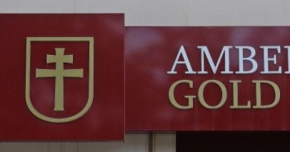 Prawie 1500 wniosków klientów Amber Gold, którzy chcą odzyskać swoje pieniądze czeka na rejestrację w gdańskim sądzie. Choć termin zgłaszania wierzytelności minął 27 grudnia 2012 roku, to codziennie pocztą przychodzi setki kolejnych zgłoszeń. Ich weryfikacja może potrwać nawet 3 lata.
