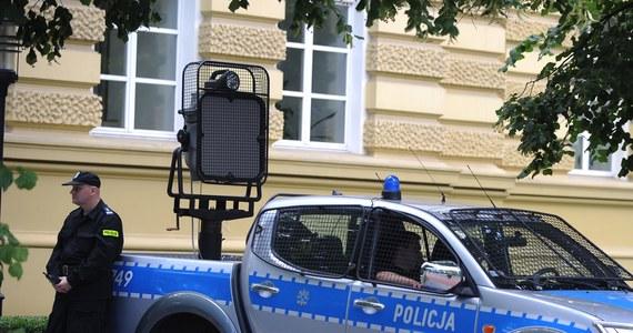 Warszawska prokuratura wszczęła śledztwo w sprawie zakupu przez policję systemu LRAD - dowiedział się reporter RMF FM Krzysztof Zasada. LRAD to specjalne głośniki do rozpraszania demonstracji. Przetarg na te urządzenia zakwestionowała Najwyższa Izba Kontroli.