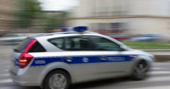 Komendant Główny Policji nakazał zawieszenie funkcjonowania e-Posterunku, czyli informatycznego systemu do gromadzenia danych i zeznań przez policjantów. Po ponad dwóch latach praktycznego testowania tego sprzętu w kilku województwach okazało się, że nie ma przepisów regulujących gromadzenie i przechowywanie danych osobowych w tych urządzeniach.