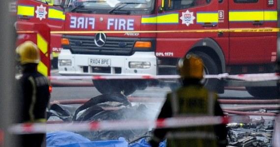 Dwie osoby zginęły, trzynaście zostało rannych w katastrofie śmigłowca w centrum Londynu. Według relacji świadków, maszyna zahaczyła o dźwig w dzielnicy Vauxhall, a następnie runęła na ziemię i stanęła w płomieniach.