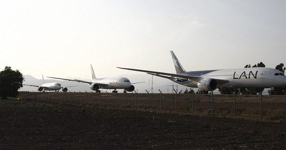 Koncern Boeing poinformował, że do czasu wyjaśnienia przyczyn problemów z akumulatorami w samolotach typu 787 Dreamliner tymczasowo wstrzyma ich dostawy, ale produkcja tych maszyn będzie kontynuowana.