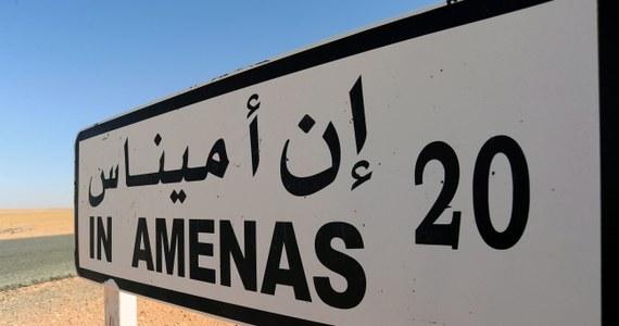 Zginęło około 30 spośród ponad stu cudzoziemskich zakładników, przetrzymywanych na polu gazowym w In Amenas w Algierii przez powiązanych z Al-Kaidą islamskich terrorystów. Tak twierdzi francuska telewizja po szturmie algierskiej armii na zakłady, gdzie porywacze się zabarykadowali.