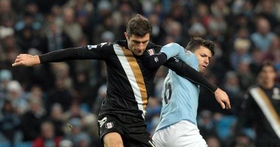 Manchester City odniósł czwarte z rzędu zwycięstwo w piłkarskiej ekstraklasie Anglii. W 23. kolejce pokonał u siebie Fulham Londyn 2:0. Do lidera, lokalnego rywala - United, który w niedzielę zagra z Tottenhamem Hotspur, traci obecnie cztery punkty.