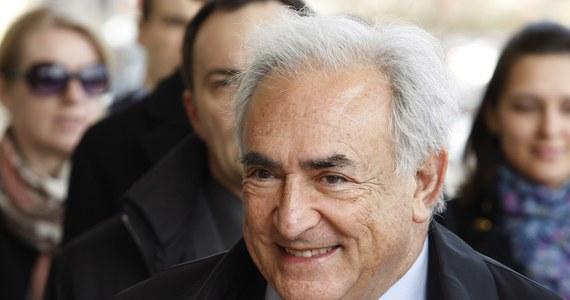 """Dominique Strauss-Kahn zapłacił 1,5 mln dolarów pokojówce Nafissatou Diallo, która oskarżyła go o napaść seksualną - podał francuski tygodnik """"Journal du Dimanche"""" (JDD). Tym samym były szef Międzynarodowego Funduszu Walutowego wypełnił postanowienia umowy zawartej w grudniu między stronami."""