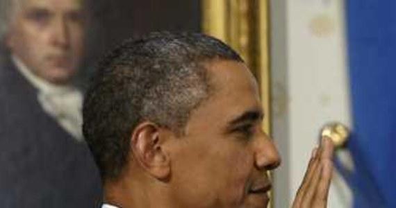"""W Stanach Zjednoczonych dziś inauguracja drugiej kadencji prezydenta Baracka Obamy. Korespondentowi RMF FM udało się porozmawiać z Polską pracującą przy cateringu w Białym Domu. """"Trudno się oprzeć jedzeniu podawanemu prezydenckiej parze"""" – przyznaje Dominika Domańska-Econa. Jednocześnie zdradza, że na stołach w Białym Domu podczas uroczystych obiadów czy kolacji nie pojawiają się noże."""