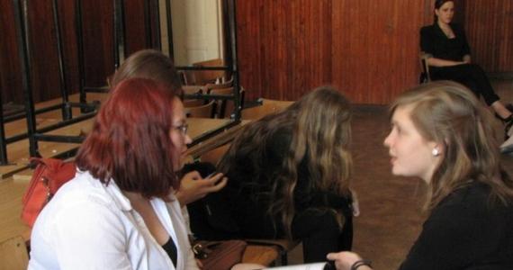 Już w 2015 roku uczniowie szóstych klas szkoły podstawowej i trzecich klas szkół średnich będą pisać egzaminy na nowych zasadach. W tym tygodniu Ministerstwo Edukacji Narodowej przekaże do konsultacji społecznych projekt rozporządzenia, w którym zawarte będą zmiany w egzaminach zewnętrznych.