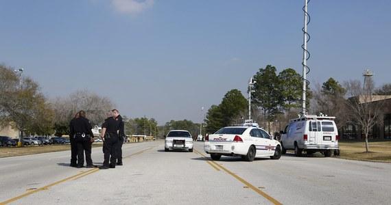 Co najmniej dwie osoby zostały ranne w strzelaninie we wtorek w kampusie college'u Lone Star niedaleko Houston w Teksasie. Policja zatrzymała jednego sprawcę. Niewykluczone, że był drugi napastnik. Jest poszukiwany.