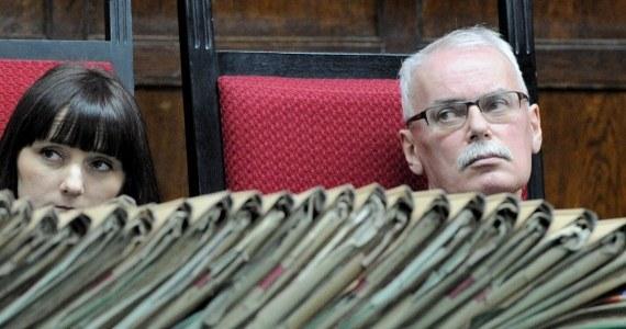 Przed warszawskim sądem zakończył się proces w sprawie masakry robotników na Wybrzeżu w grudniu 1970 roku. Po raz pierwszy akt oskarżenia w tej sprawie odczytano w 1998 roku - jeszcze w sądzie w Gdańsku. Ogłoszenie wyroku możliwe jest pod koniec marca. Prokurator zażądał dla trzech oskarżonych po 8 lat więzienia i po 10 lat pozbawienia praw publicznych. To najniższa kara za zabójstwo, jaką przewiduje kodeks.