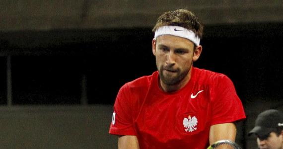 Łukasz Kubot wygrał z Gregą Żemlją w trzech setach 6:3, 6:2, 6:0 w drugim piątkowym meczu w Grupie I Strefy Euroafrykańskiej Pucharu Davisa. Wcześniej swój pojedynek zwycięsko zakończył także Jerzy Janowicz. Polska prowadzi ze Słowenią 2:0.